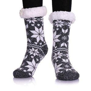 Accessories - NWT- Winter Snowflake Fleece Lining slipper socks